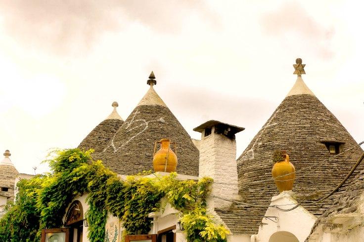 alberobello-roofs